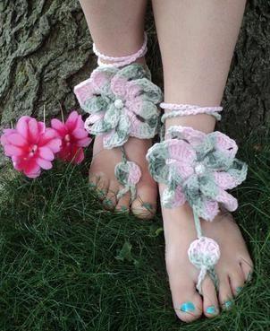Crocheted Barefoot-Sandals Floral barefoot sandals! www.stitchestobe.com