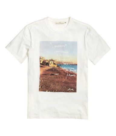 Natural white. T-shirt in cotton jersey with a print motif on the front.