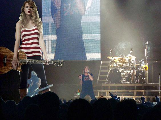Giantess Taylor Swift in Concert 2 by joe116able on DeviantArt - hauser weltberuhmter popstars