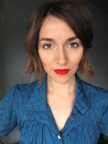 Annamarie Tendler recreates Monique Lhuillier's fall 2012 makeup look in 5 steps.