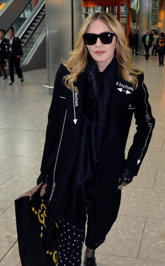 Madonna chegando no aeroporto de Londres ontem (06/04/16) Linda ❤❤❤