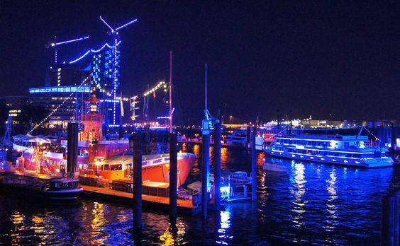 Hamburg Cruise Days und Blue Port 2015 #hamburg #cruisedays #blueport #aida #hafen #elbphilharmonie #hamburgcity Mehr Informationen, Bilder und Videos zu den Cruise Days Hamburg unter: http://ahoihamburg.net/cruise-days/