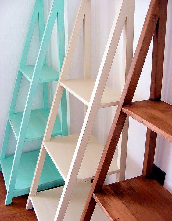 Repisas de madera con forma piramidal en for Mueble de 5 repisas