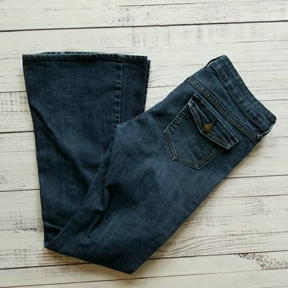 Old Navy flairs Size 4, lightly worn Laying flat: 16 inch hip/waist  7 inch rise 32 inch inseam Old Navy Jeans Flare & Wide Leg