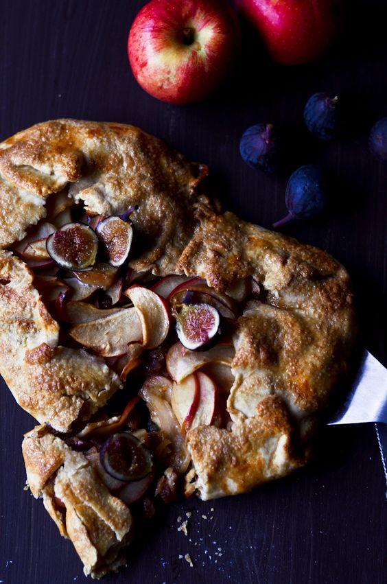 Rustic Cognac-Apple Pie | Knitty Baker