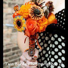 #halloweenwedding #weddinginspiration #floratechnics #flowers #bouquet #centerpiece #orange #black #red #spooky #weddingflowers  36f823fbbf077bec494a51c8edf6980a.jpg (236×236)