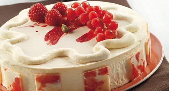 Torta al cioccolato bianco e frutti rossi: una ricetta dello chef Luca Montersino per una dolce torta al cioccolato da leccarsi i baffi
