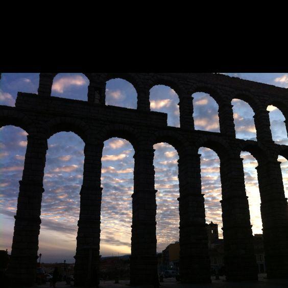 Acueducto de Segovia al amanecer
