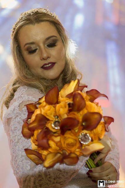 Casamento mais lindo! O meu! Foto Melody, relicários Priscila Gamino, buquê Roberto Cunha, make Bê Camargo, arranjo cabelo Maricota e vestido D. Cida!