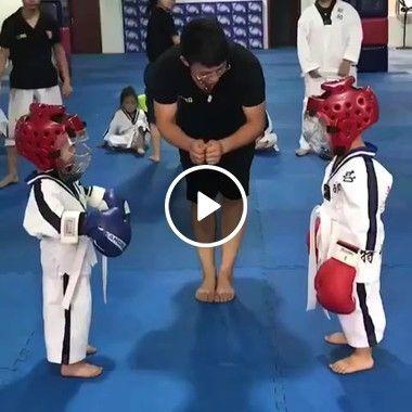 Duas criança na luta de boxe será campeão