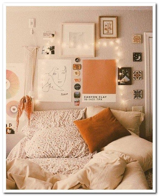 51 Bohemian Minimalist Bedroom Ideas With Urban Outfiters Minimalistbedroom Minimalistbedroomideas Bohemian Dorm Room Decor Dorm Room Inspiration Dorm Walls