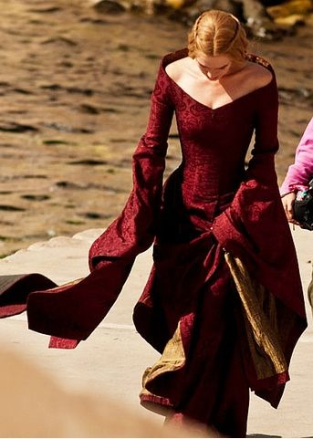 """Cersei Lannister wears a classic interpretation  of a late 15th century-early 16th century dress.  """"Game of Thrones"""""""