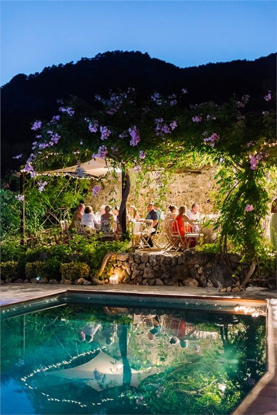 Poolside Mallorca Wedding