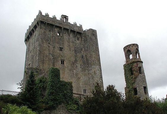 5. #embrasser la pierre de #Blarney, Irlande - 31 #choses à faire en #Europe avant de #mourir... → #Travel