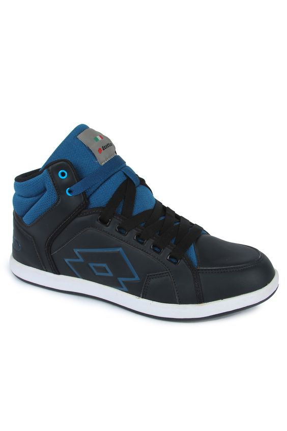 Look trendy and urban with the Logo Plus Hi shoes. This pair of men's shoes comes in a black and blue colour combination and it has a sleek hi-cut design. The upper of the shoes is made out of synthetic leather and it has a rubber outsole.