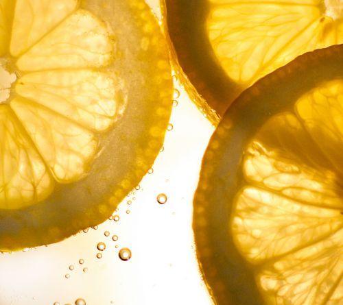 Le Top 10 des Astuces Beauté au Jus de Citron que Toutes les Filles Doivent Connaitre  Source : Comment-Economiser.fr | http://www.comment-economiser.fr/top-10-jus-citron.html
