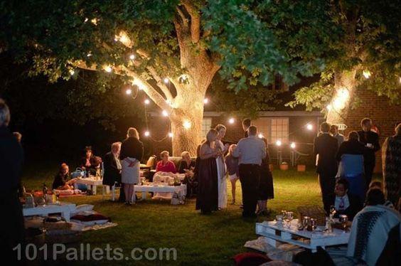 Imagen de http://101pallets.com/wp-content/uploads/2013/09/wedding-day-pallets-table-1.jpg.