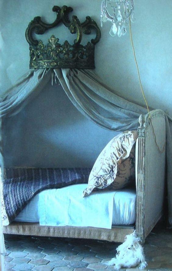 """blue bedroom - """"Lit Directoire, Polonaise en bois et toile…"""" Maison Cote Sud Dec. 2003"""