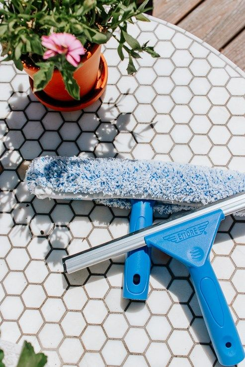 How To Clean Your Windows Like A Pro In 2020 Diy Window Cleaner Cleaning Diy Cleaning Products