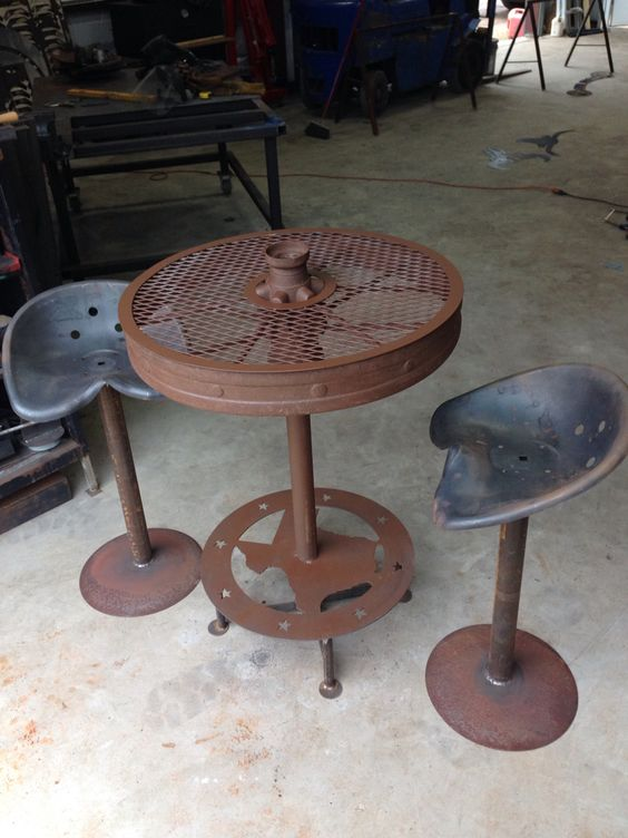 Wagon Wheel Table With Tractor Seat Stools Works Done