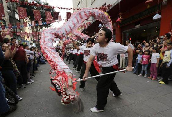Neujahr: Auch in Mexiko wird das chinesische Neujahrsfest gefeiert. Mehr Bilder des Tages auf: http://www.nachrichten.at/nachrichten/bilder_des_tages/ (Bild: Reuters)