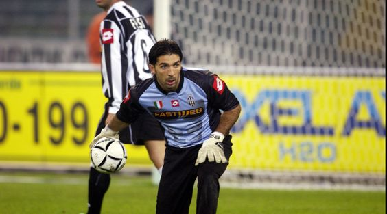 http://www.tuttosport.com/foto/calcio/serie-a/juventus/2016/10/11-16269411/foto_juventus_meglio_ora_o_15_anni_fa_/