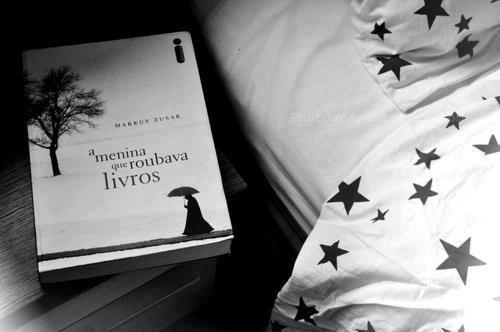 Dica de livro Iandê:  A menina que roubava livros - Markus Zusak