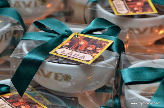 Olha esta Festa Valente como esta encantadora e cheia de detalhes maravilhosos.Pura inspiração!!!Imagem do blog Dia Mais Feliz Scraps.Lindas ideias e muita inspiração.Bjs, Fabíola Teles.Mais i...