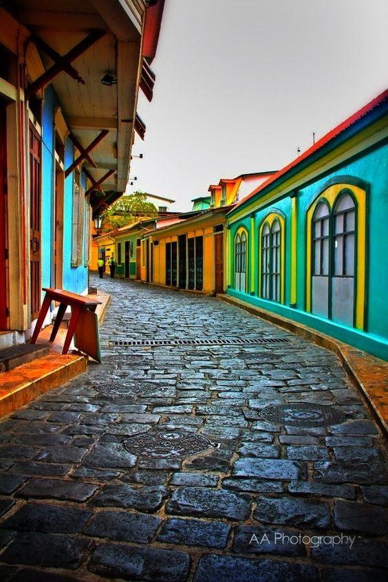 Guayaquil La Antigua  by Art Aguilera, via 500px