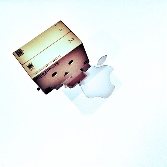 Danbo and Apple iPad 4 Wallpaper