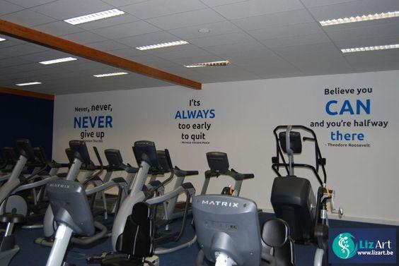 Geschilderde citaten in fitness-zaal