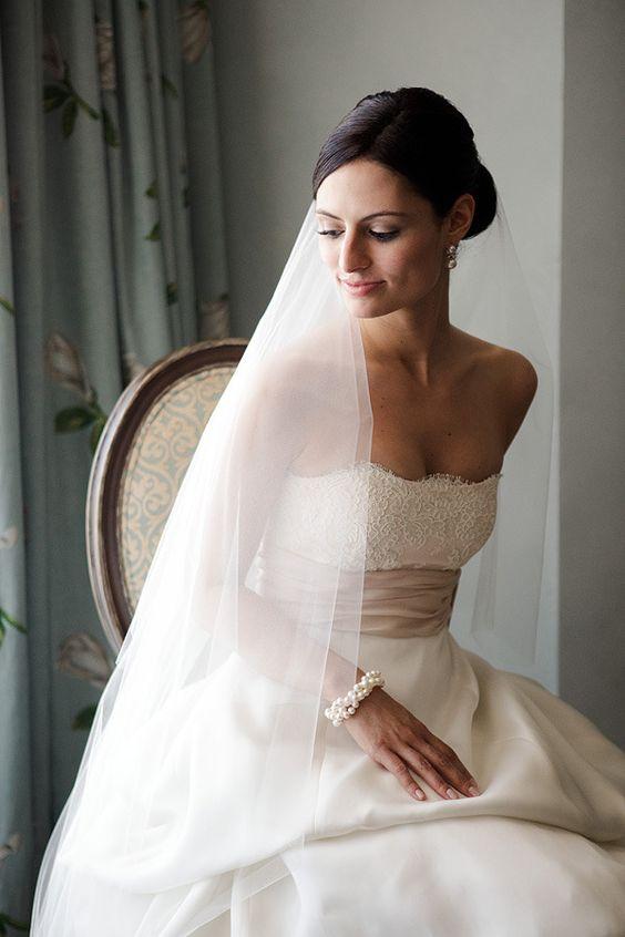 Classic Monique Lhuillier gown! Photography by wayneandangela.com