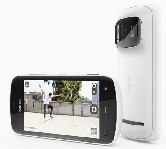 A partir desta terça (24), o smartphone Nokia 808 PureView pode ser adquirido por R$ 1.999 nas lojas física e online da Nokia. O destaque é a câmera fotográfica, com sensor de 41 megapixels, com uma tecnologia que permite cortar uma imagem tirada em resolução cheia e mesmo assim manter a qualidade da foto. Na INFO Online.