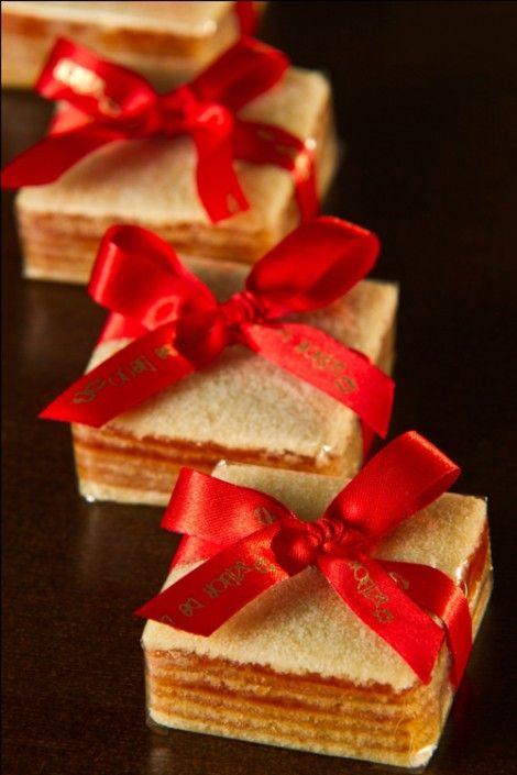 Diferentes doces finos e lembrancinhas para casamento