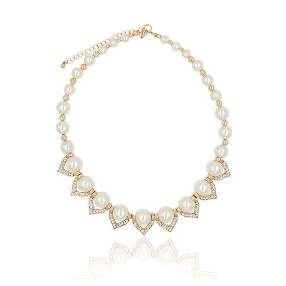 "Clo Clo London - Bianca. Pearl statement necklace Lobster clasp High polish finish Medium weight Length: 47cm (18.5"") - 55cm (21.7"") Décor length: 17cm (6.7"")"