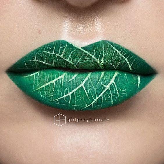 Une artiste maquilleuse transforme ses lèvres en œuvres d'art stupéfiantes