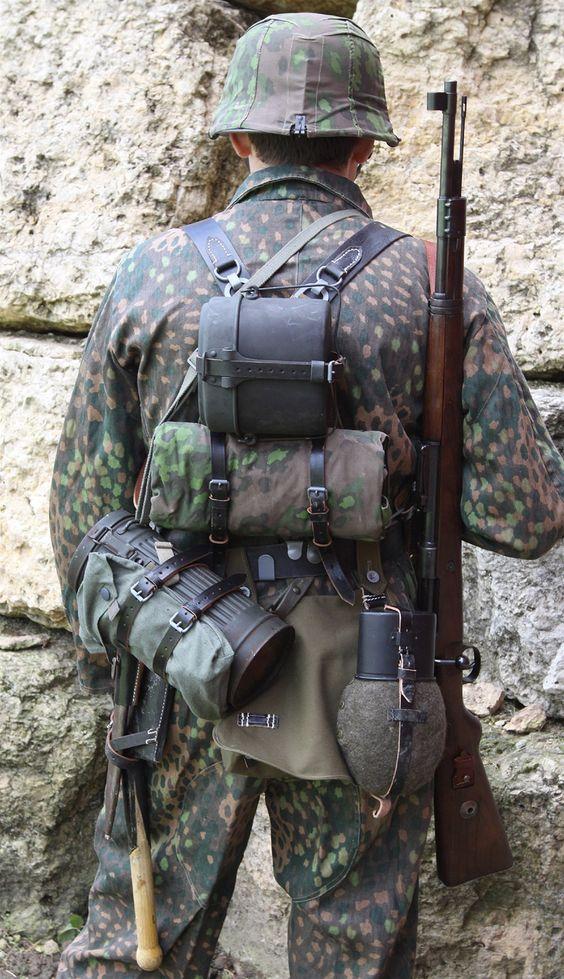 Waffen SS in 44 Dot camo | WW II Uniformes alemanes ...