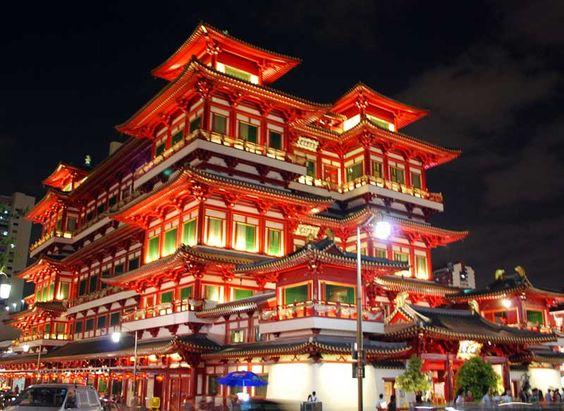 Chùa Răng Phật còn gọi Chùa Phật Nha Tự nằm trên quốc đảo của Singapore, tại khu Chinatown có kiến trúc hoành tráng.