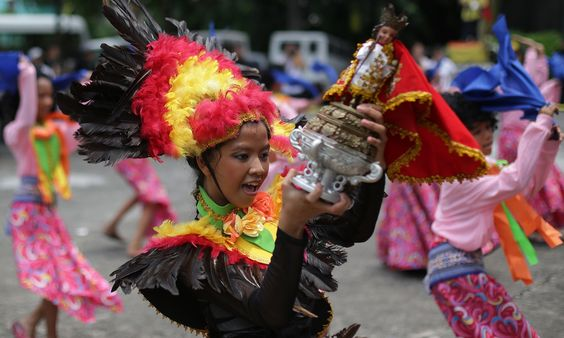 Filipino children dance with a replica of the Santo Nino de Cebu, Makati.  Manila, Philippines