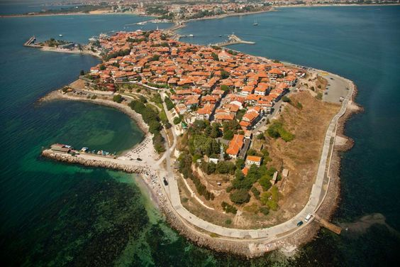 Nesebar (Bulgária) - ilha ligada ao continente por um istmo artificial,
