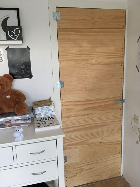 Closetdoor made of used planks