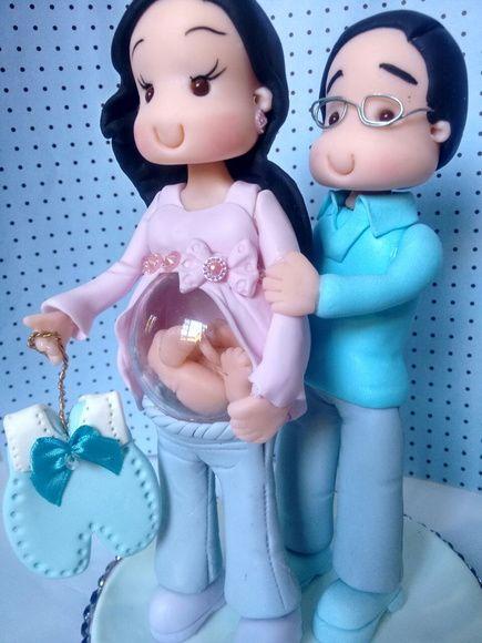 Topo de bolo mamãe com bebê no ventre e
