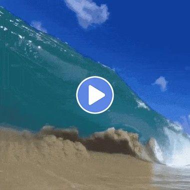 Smashing wave in Hawaii   GIF