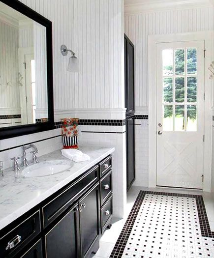 Classic Black And White Give This Bathroom A Sharp Clean Look Jane S Synnestvedt Interior
