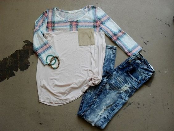 Peachy Keen 3/4 Sleeve Top & Distressed, Acid Wash Skinnys! www.kadeandcate.com #womensfashion #trendy #fallstyle #shopping