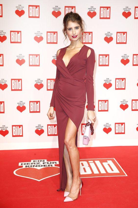 """Pin for Later: Wenn 5 Stars ein ähnliches Kleid tragen muss es ein Trend sein Cathy Hummels In einem Kleid von Philipp Plein bei der """"Ein Herz für Kinder"""" Gala in Berlin, Dezember 2015."""