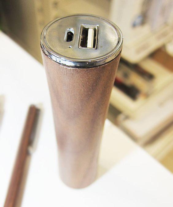 WOODPOWER   USB Akku PowerBank 3.000mAh, mit LED Anzeige, Echtholz, Walnuss