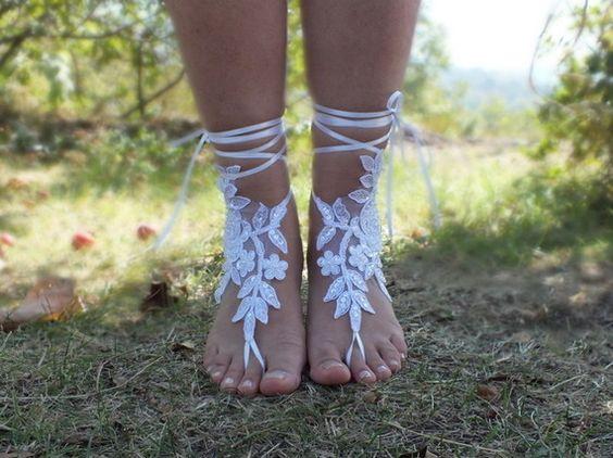 blanc perle sandales aux pieds nus mariage de plage