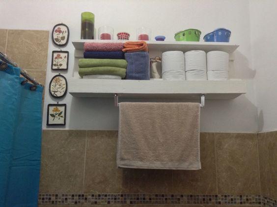 Palette: Estante para el baño. Nos quedo super bien!