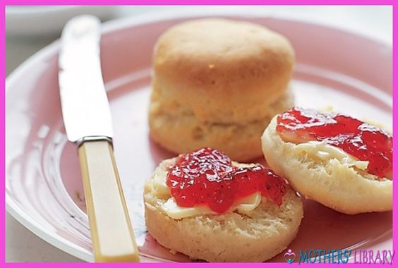 Old-Fashioned Cream Scones - http://www.motherslibrary.com/old-fashioned-cream-scones/